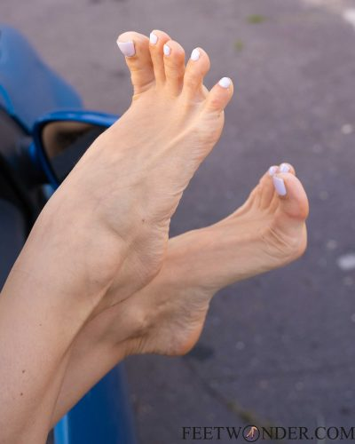 toe wiggling